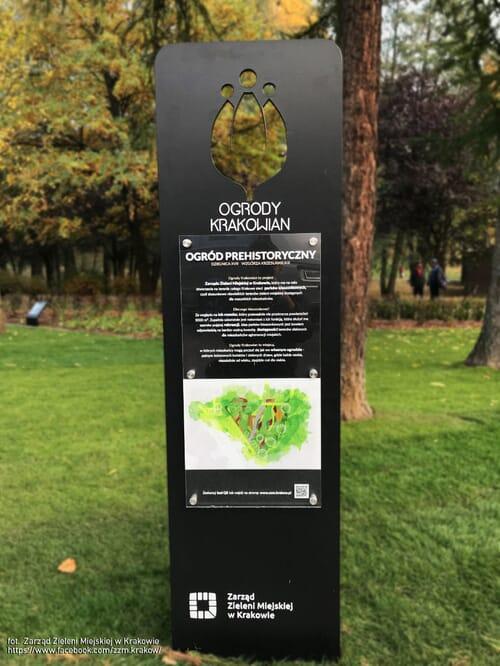 tablica informacyjna w parku